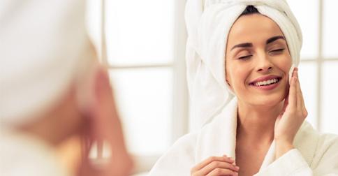 Cuide da sua pele antes de dormir em 4 passos