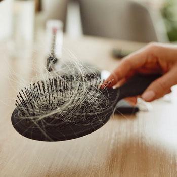 Queda de cabelo pós Covid-19: entenda como e porquê acontece